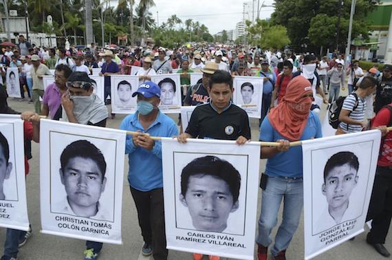 Mega marcha en Acapulco para exigir la localización con vida de los 43 normalistas desaparecidos. Foto: Cuartoscuro