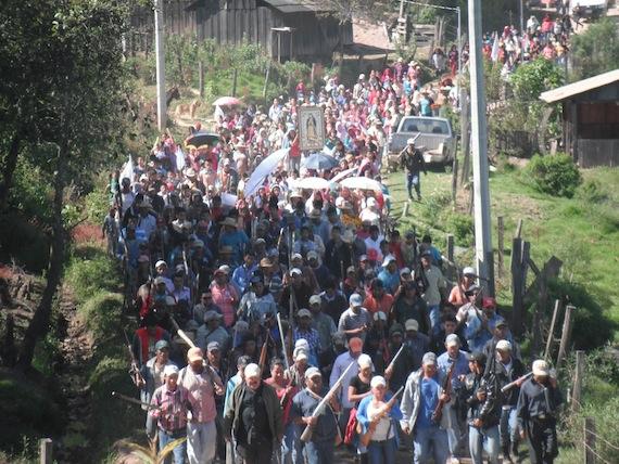 Los pobladores aclararon que no pretenden pelear con nadie, pero dijeron que sí van a cuidar a su pueblo. Foto: Facebook.