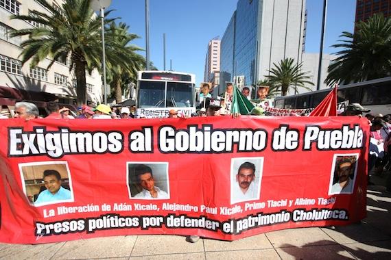 El Frente de Organizaciones Sociales y Políticas del estado de Puebla arribó a la Ciudad de México para que el gobierno federal intervenga en los conflictos que viven en el estado. Foto: Francisco Cañedo, SinEmabrgo