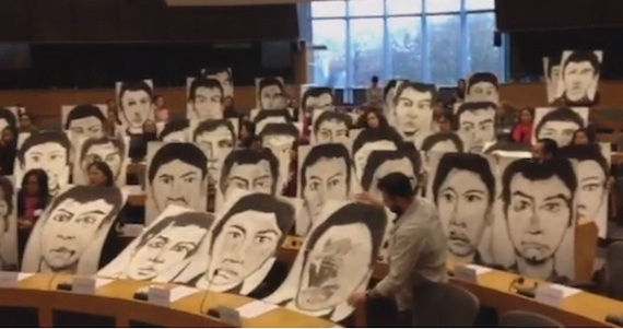 Diputados verdes del parlamento europeo protestan por la for Streaming parlamento