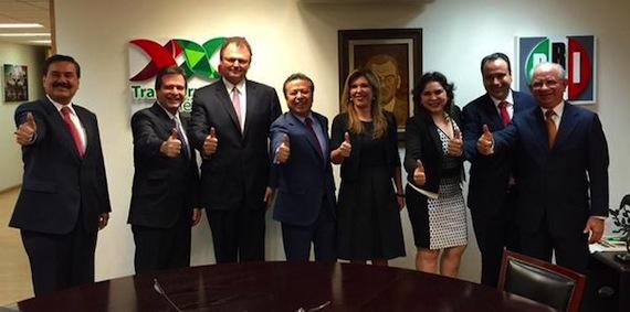 El dirigente nacional del PRI, César Camacho Quiroz  junto a Pavlovich. Foto Especial.