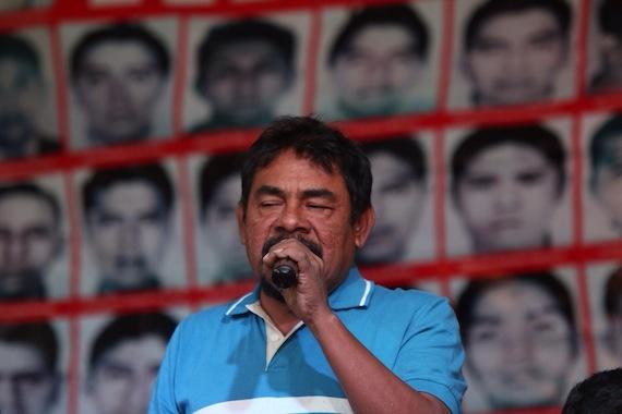 Felipe de la Cruz, vocero de los padres en conferencia de prensa Foto: Francisco Cañedo, SinEmbargo