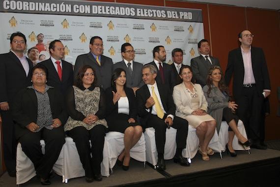 Miguel Ángel Macera y algunos delegados perredistas del Distrito Federal. Foto: Cuartoscuro