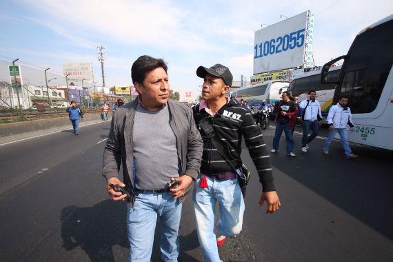 Policías vestidos de civil también fueron amedrentados. Foto: Francisco Cañedo, SinEmbargo.