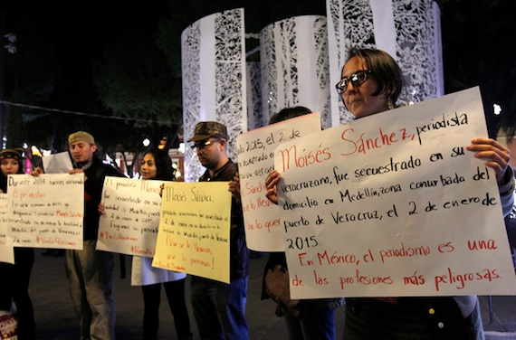 Periodistas poblanos se manifiestan por Moisés. Foto: Cuartoscuro.