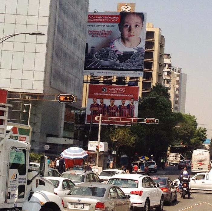 La campaña arrancó con mensajes en radio, autobuses y espectaculares. Foto: Daniela Medina, SinEmbargo.