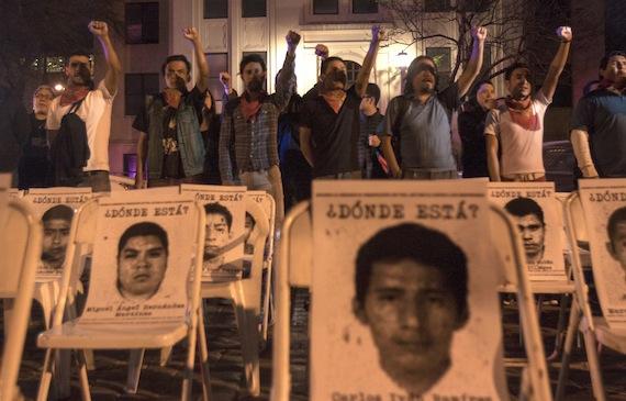 """La """"impunidad"""" permitida en las desapariciones de las décadas de 1970 y 1980 ha generado las condiciones para que ese delito se siga cometiendo, como demuestra el caso de los 43 estudiantes: CNDH. Foto: Cuartoscuro"""