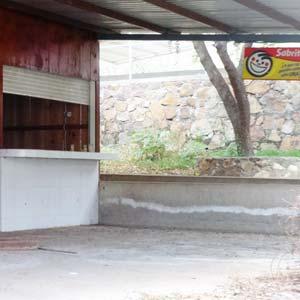 Sabritas surtía la tienda del salón de baile del narcotraficante. Foto Humberto Padgett SinEmbargo.