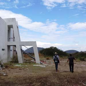 Los vecinos solicitan a las autoridades la transferencia del conjunto a favor de la comunidad. Foto Humberto Padgett SinEmbargo.