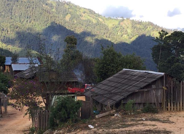 La mayoría de las casas en la zona amapolera de Guerrero carece de materiales consistentes. Foto: Humberto Padgett.