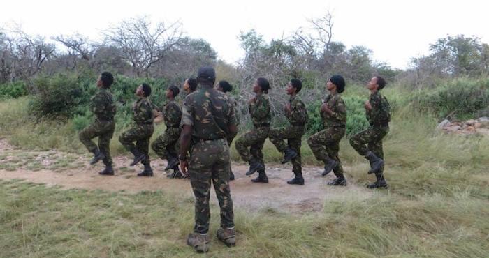 La unidad de mujeres es la única de su tipo y forma parte de un proyecto de tres años para prevenir la caza furtiva de especies en Sudáfrica y en la Reserva Natural Balule. Foto: Black Mamba Anti-Poaching Unit.