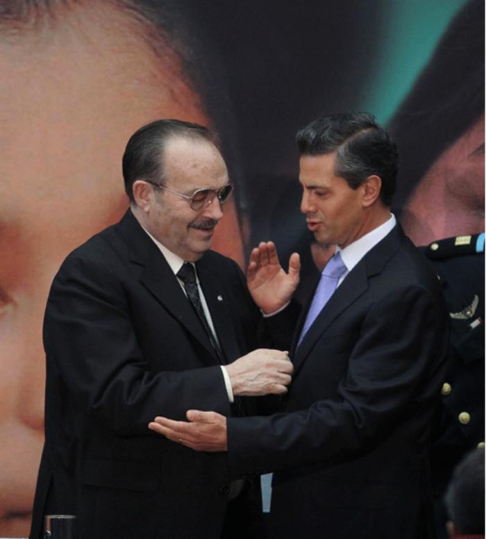 Enrique Peña Nieto con Mario Vázquez Raña, dueño de la OEM. Foto: Cuartoscuro