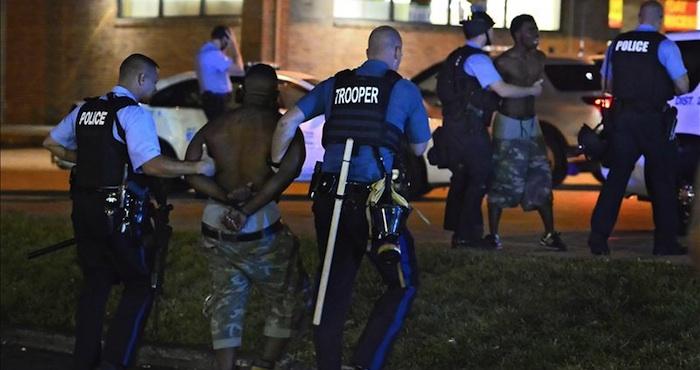 """El presidente de EU, Barack Obama, urgió a la Policía a realizar """"cambios"""" para recuperar la confianza perdida entre las comunidades de minorías, al recibir las recomendaciones de un grupo de trabajo creado tras los disturbios de Ferguson. Foto: EFE"""
