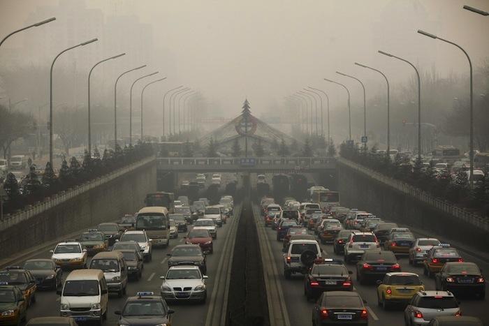 La contaminación provocada por los vehículos es una de las razones que más ha influido en los últimos años para usar menos coches. Foto: EFE
