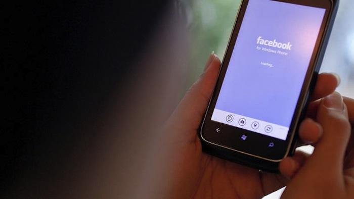 La red social manifestó su negativa hacia el porno por venganza y las imágenes violentas. Foto: EFE