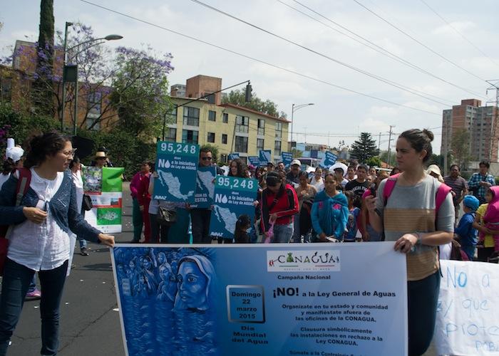 La mañana de ayer domingo se llevó a cabo una marcha en defensa del agua al sur de la Ciudad de México. Foto: Ariana Pérez, SinEmbargo