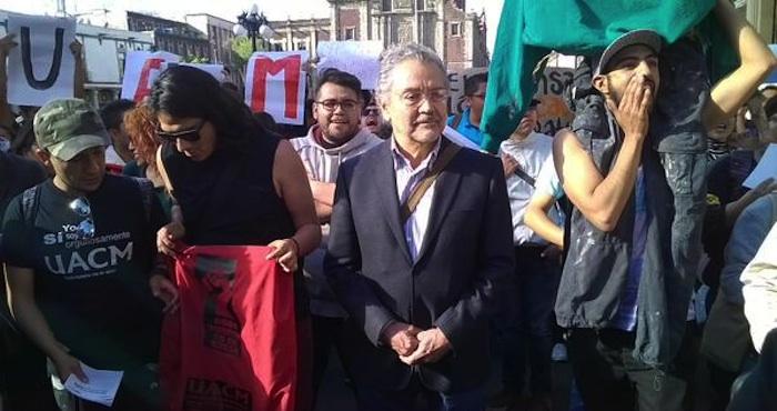 El Rector Aboites Aguilar encabeza marcha contra recorte de presupuesto a la UACM Foto: @plumasatomicas