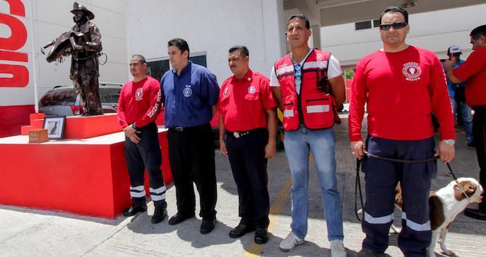 """El Grupo Canino de Búsqueda y Rescate surgió en 2009, con ayuda y apoyo del grupo de """"Los Topos"""". Foto: Notimex"""