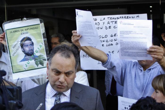 Integrantes del Movimiento por la Paz con Justicia y Dignidad se manifestaron el 18 de marzo en la CEAV para demandar resultados sobre la investigación de desaparecidos. Foto. Cuartoscuro