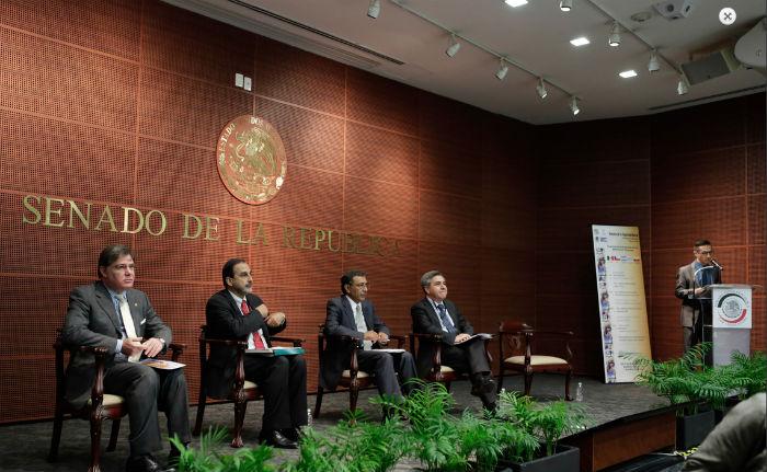 Expertos de organismos internacionales prendieron los focos rojos en el tema de las pensiones en México. Foto: Senado de la República