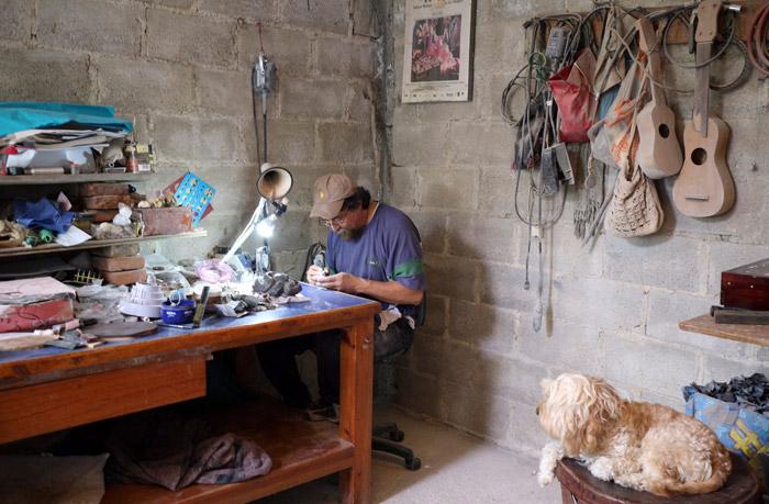 Un artesano del ámbar en Simojovel, Chiapas. Foto: Cuartoscuro
