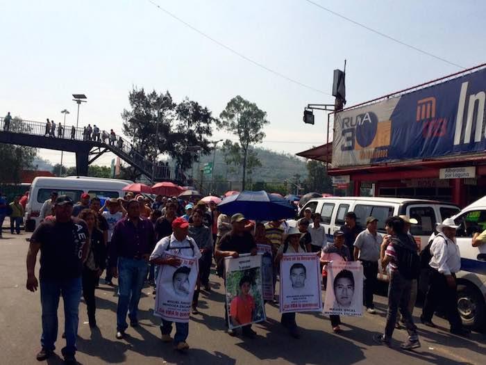 Familiares de los 43 y activistas partieron desde 4 puntos de la capital. Foto: Cencos.