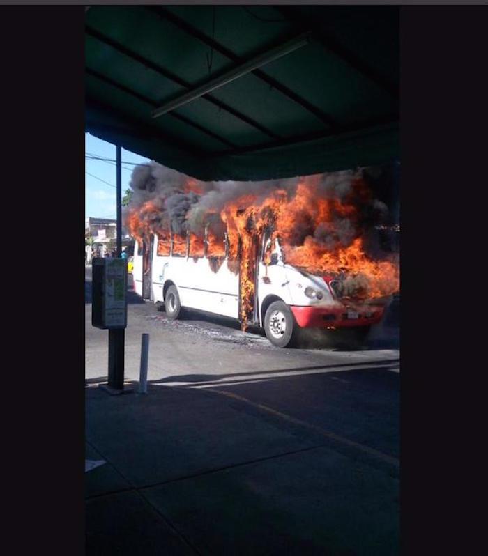 Ofensiva general en Jalisco:39 bloqueos en 25 municipios; 4 enfrentamientos, 15 muertos CD7ljreW0AA1gCK