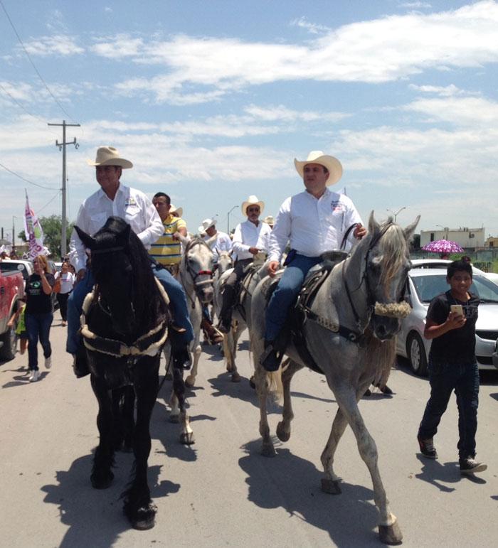 Jaime Rodríguez Calderón, a caballo por Nuevo León. Foto: Equipo de campaña de Jaime Rodríguez, especial para SinEmbargo