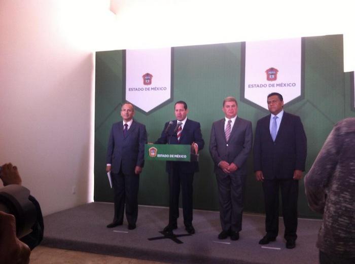 El Gobenrador del Estado de México, Eruviel Ávila Villegas, anunció la renuncia del Secretario de Comunicaciones, Apolinar Mena. Foto: Twitter de @lupisrosas