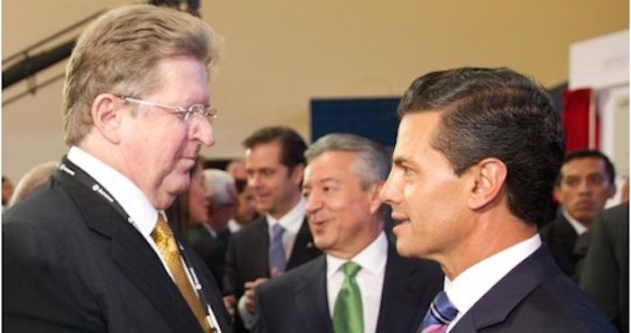 El empresario Germán Larrea con el Presidente Enrique Peña Nieto durante un evento del Grupo Financiero Banamex. Foto: Presidencia.