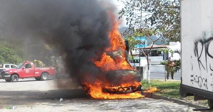 Usuarios de redes sociales reportaron autos incendiados. Foto: Vía Twitter @ahtziricardenas