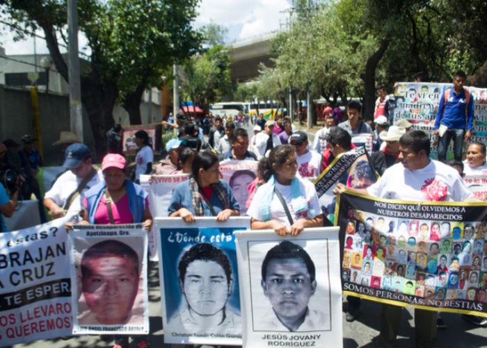 Visita de los padres y familiares de los 43 normalistas para solicitar que no se celebren elecciones en Guerrero. Foto: Archivo, SinEmbargo