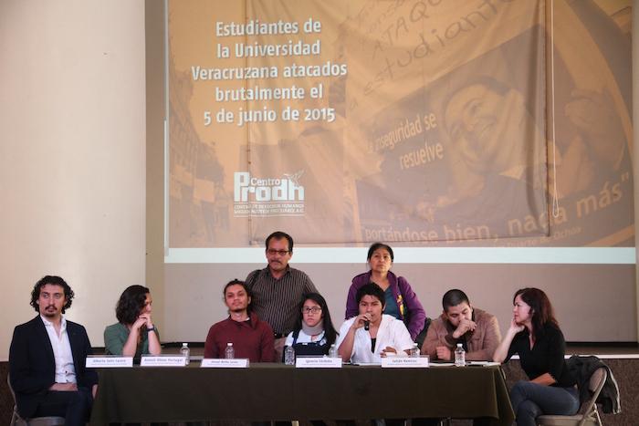 Los estudiantes agredidos exigieron el esclarecimiento del caso. Foto: Luis Barrón, SinEmbargo.