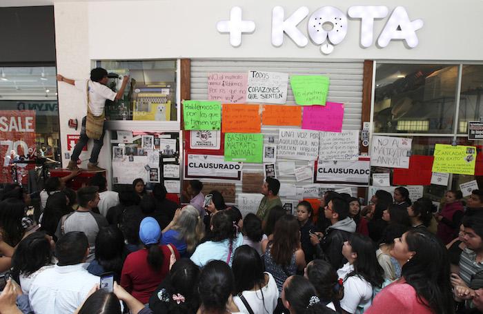 Luego que se viralizaron videos de maltrato animal en la tienda Maskota de Plaza Galerías Pachuca, la PROESPA clausuró la tienda. Foto: Cuartoscuro