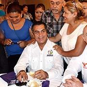 El empresario Fernando Turner, El Bronco y Fernando Elizondo desayunando, Foto: Sanjuana Matínez