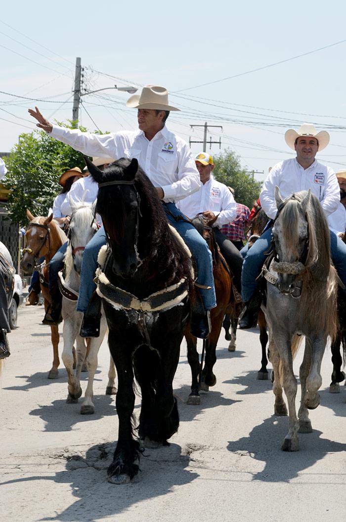 El Bronco cabalga por la ciudad, Foto: Sanjuana Martínez