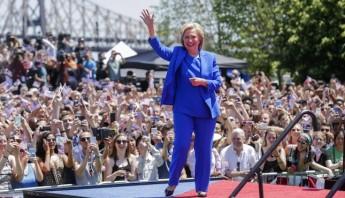 Hillary Clinton aseguró hoy que busca defender a todos los estadounidenses, durante su primer discurso de campaña. Foto: EFE