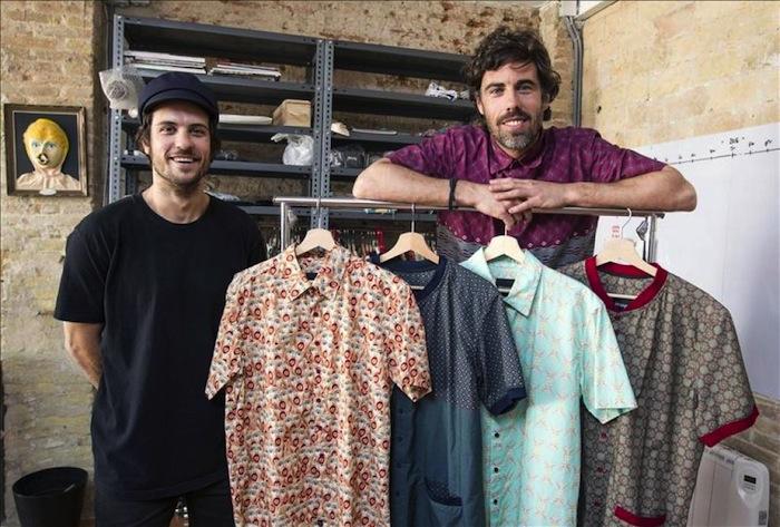 Algo tan cotidiano como escoger la ropa de diario puede ser algo complicado para algunos. Foto: EFE