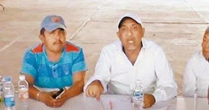 """El Alcalde fue captdo en fotografías con """"La Tuta"""". Foto: Especial"""
