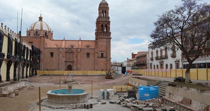 El gobierno de Zacatecas, sin consulta previa, sin permisos y sin socializar el proyecto demolió la Plaza de Armas. Foto: ProAlameda