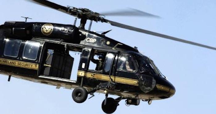 Dos helicopteros Blackhawk UH-60 más vigilaran la frontera con México. Foto: Breitbart