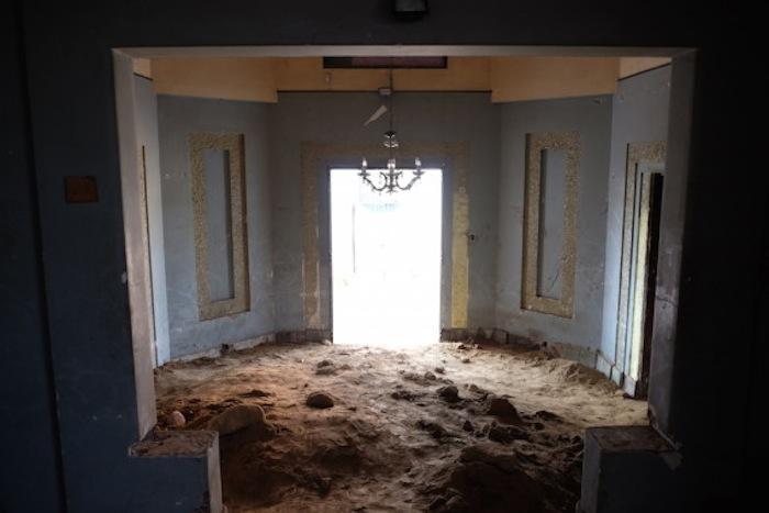 La vieja mansión, estaba a punto de ser demolida, por lo que sirvió a la perfección para la obra de Sikic. Foto: ivansikic.com