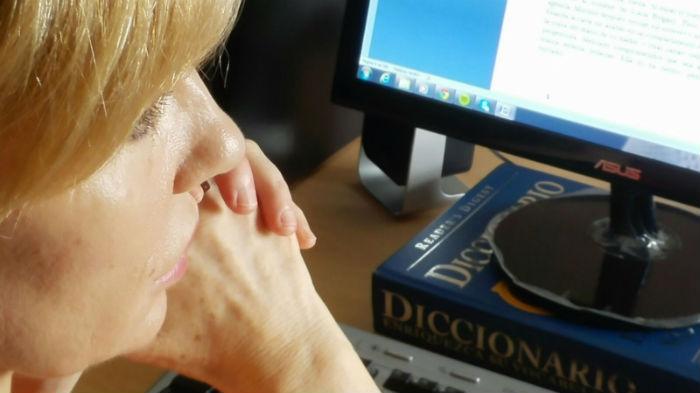 """""""La escritura es vida"""", dice la escritora valenciana. Foto: Cortesía Jon Alonso"""