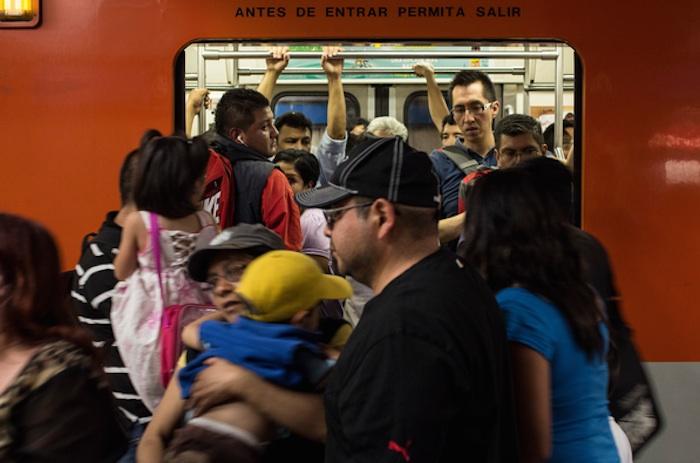 Ciudadanos pierden entre 5.5 a 11 días de trabajo al mes sólo por traslados, dice estudio Metro