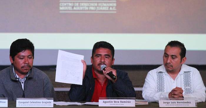 """Jornaleros de Ostula dijeron que la captura del líder de autodefensas fue una """"traición"""" que vino desde Los Caballeros Templarios. Foto: Luis Barrón, SinEmbargoMx"""