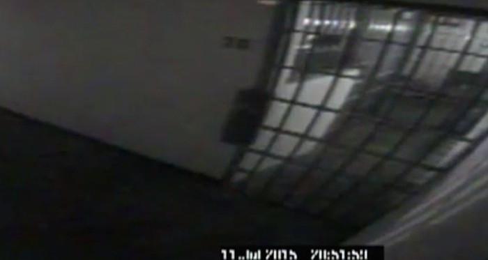 """Imagen del pasillo donde se ubicaba la celda de """"El Chapo"""". Foto: Captura de pantalla"""