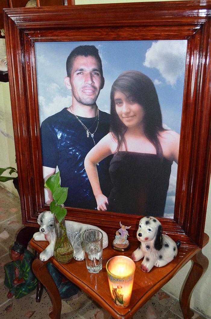 El altar a Víctor Hugo y su hermana muerta un año antes en un accidente de tráfico. Foto: Sanjuana Martínez