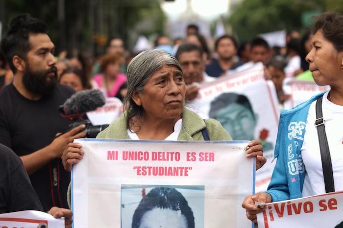Padres de los 43 normalistas encabezan movilización a 11 meses de la desaparición de los jóvenes. Foto: Francisco Cañedo, SinEmbargo