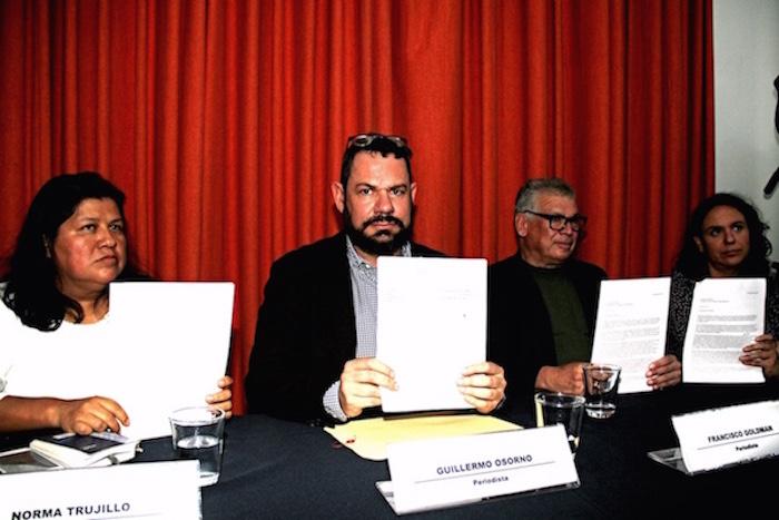 De izquierda a derecha Norma Trujillo, Guillermo Osorno, Francisco Goldman y Marcela Turati. Foto: Luis Barrón, SinEmbargo.