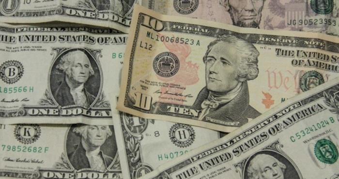 l dólar en bancos ha vuelto al piso de los 18 por uno, del cual se alejó desde el 5 de abril. Este miércoles la divisa estadounidense se oferta en 18.05 pesos en Banamex. Foto: Luis Barrón, SinEmbargo.